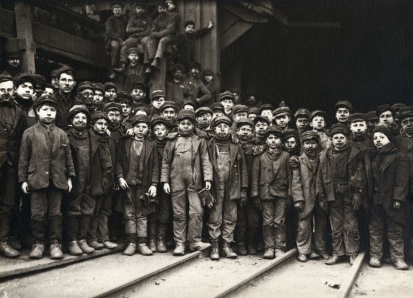 Image: Lewis Hine Photo of child laborers near a mine