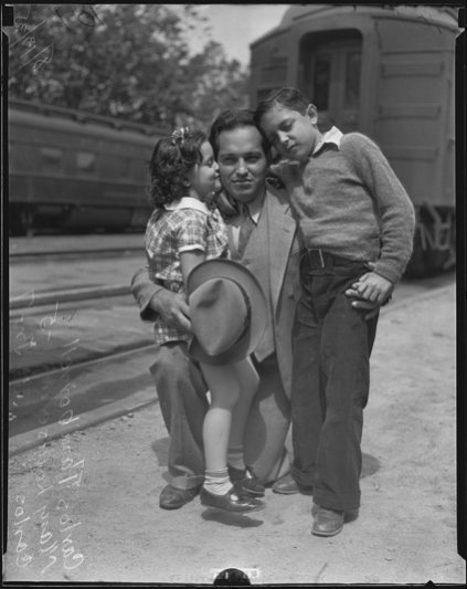 Deportee Carlos Tamborrell with his children Mary Louise and Carlos Jr., Los Angeles, 1935