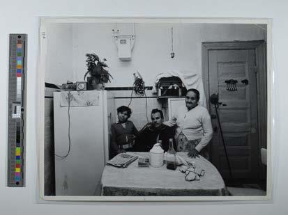 Magnum New York family in kitchen