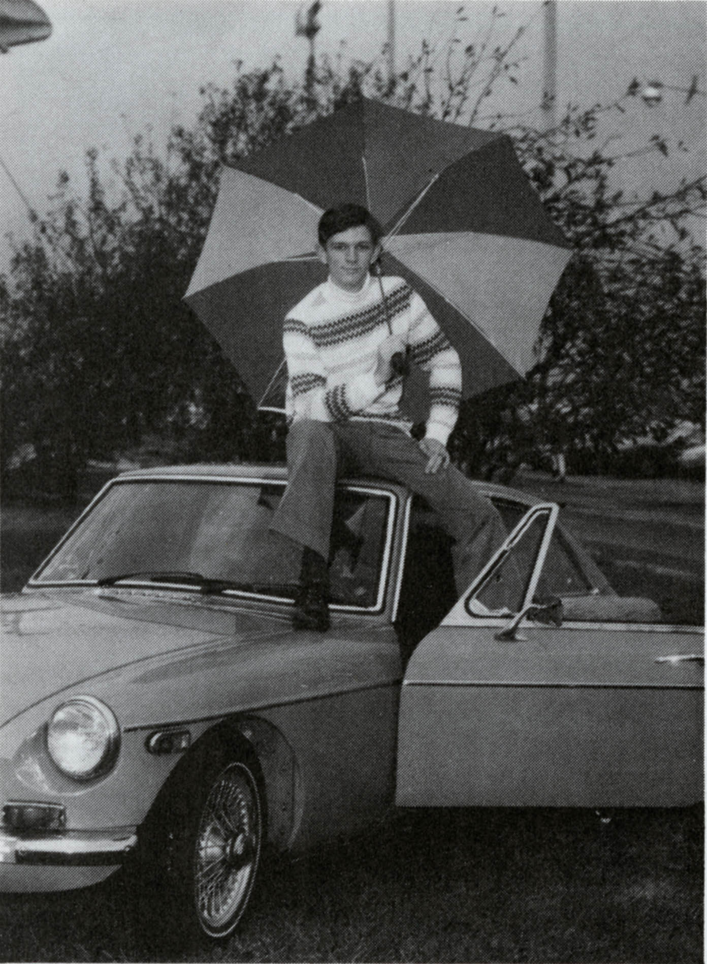 Vernon Copy Berg on the roof of a car