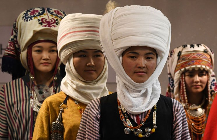example of head scarf