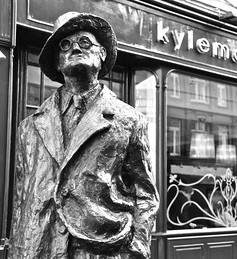 Dublin statue of James Joyce, photographed by Esteban Fernández García in 2012