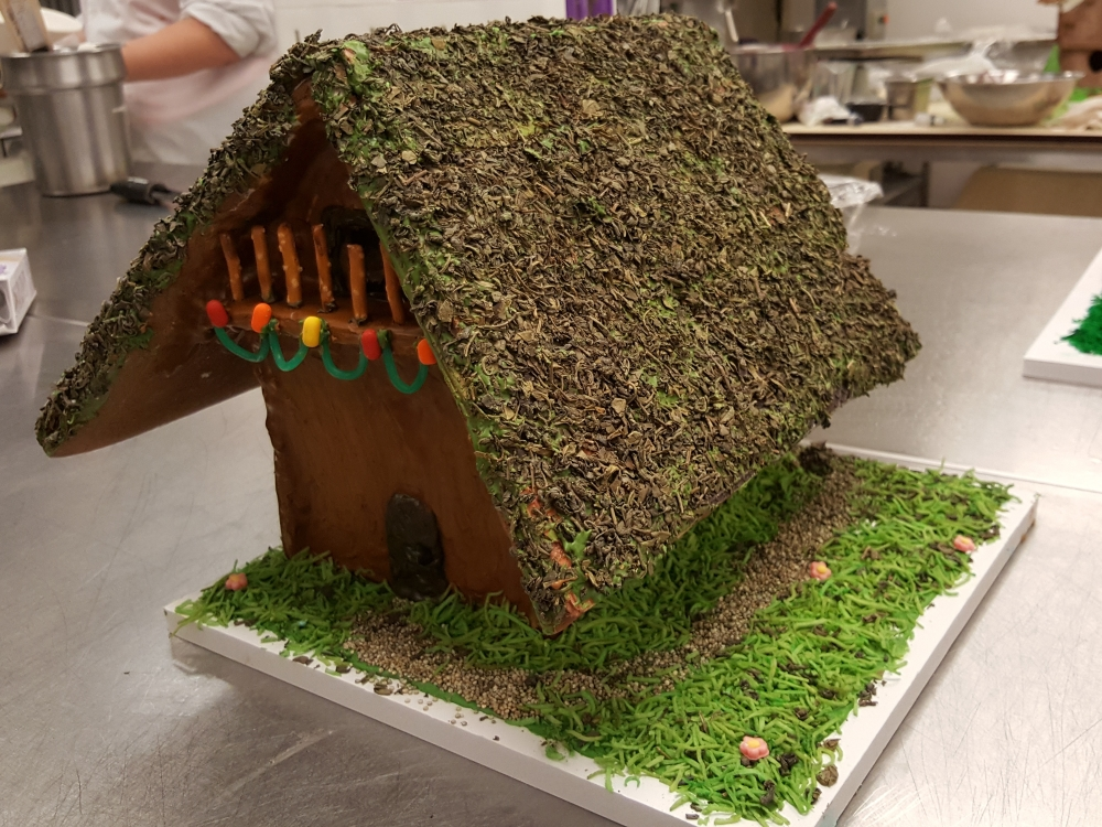 2016 Gingerbread African Grass Roof House