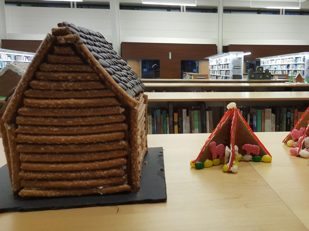 2018 Gingerbread Log Cabin & Buffalo - back