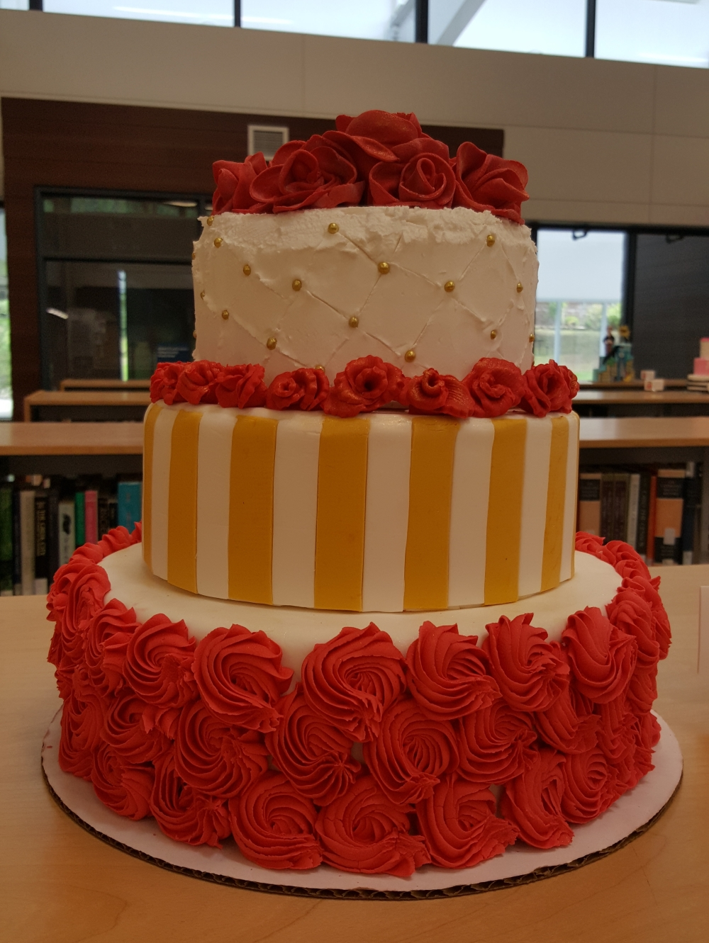 2019 Cakes Red Roses - side view