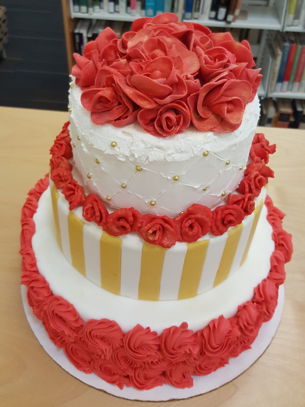 2019 Cakes Red Roses - top view