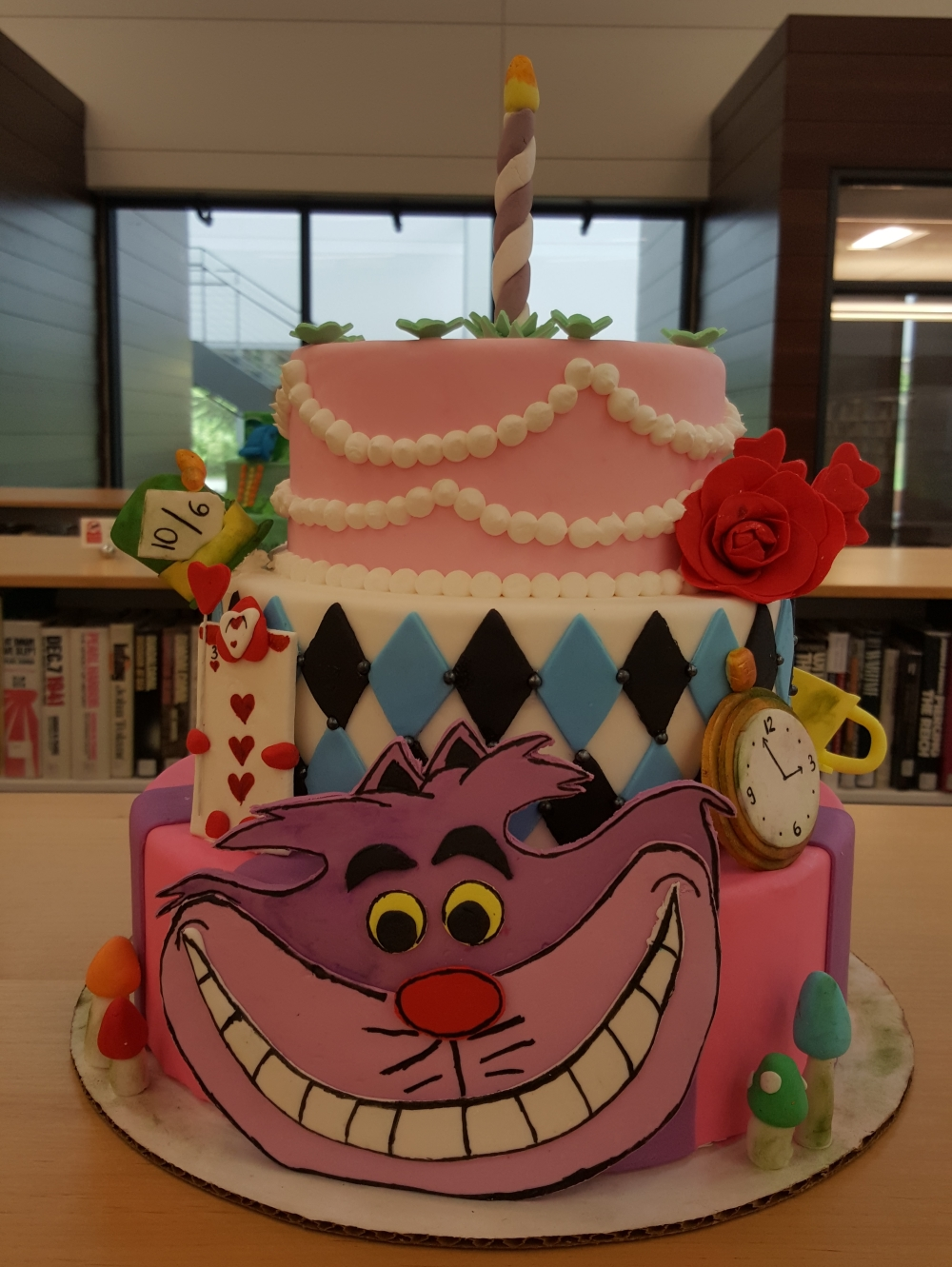2019 Cakes Alice in Wonderland - front view