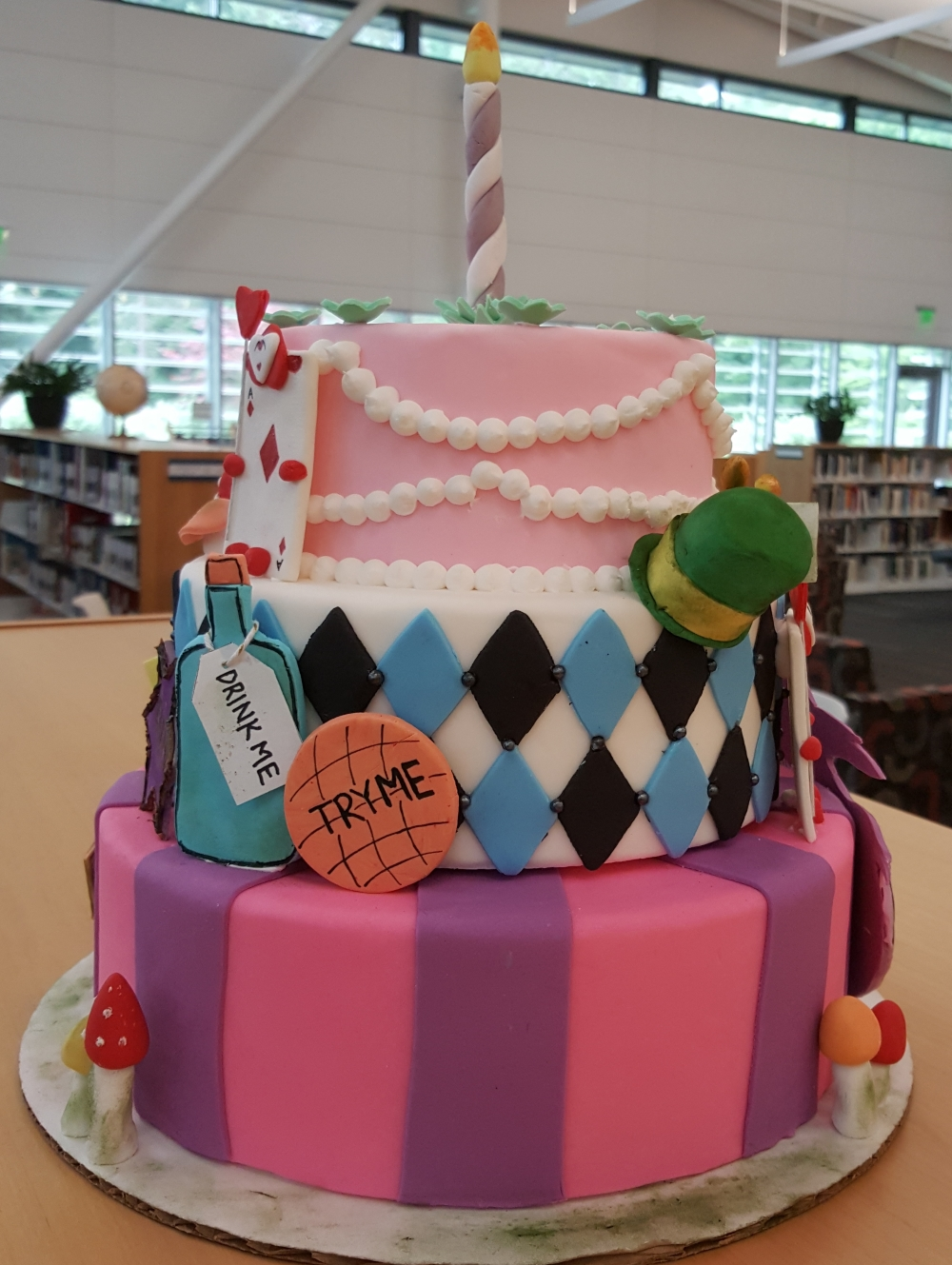 2019 Cakes Alice in Wonderland - right vieww
