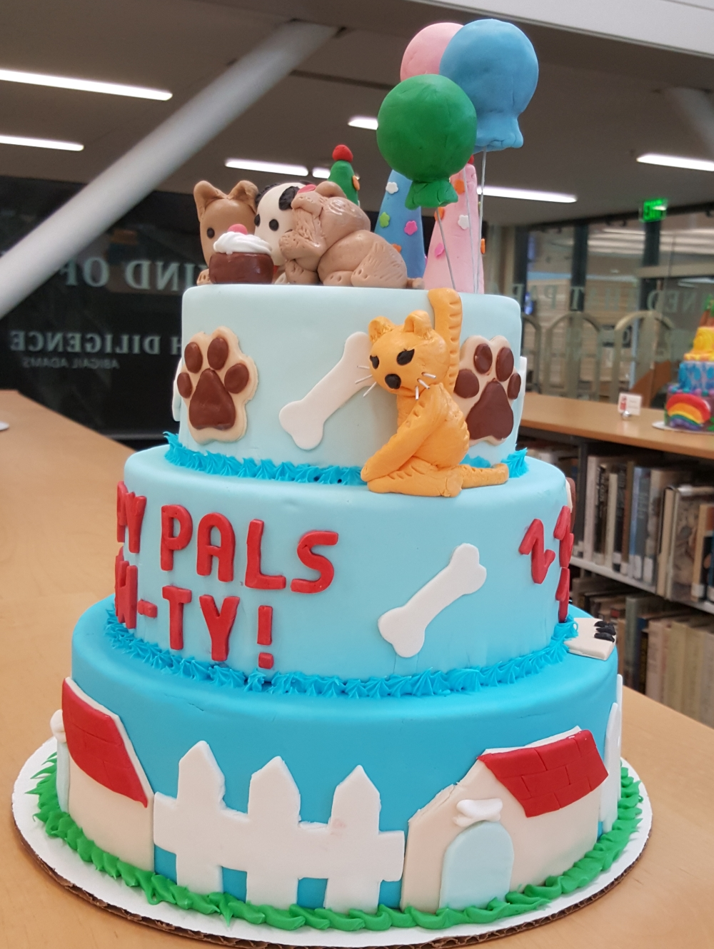 2019 Cakes Puppy Pals Pawty - right view