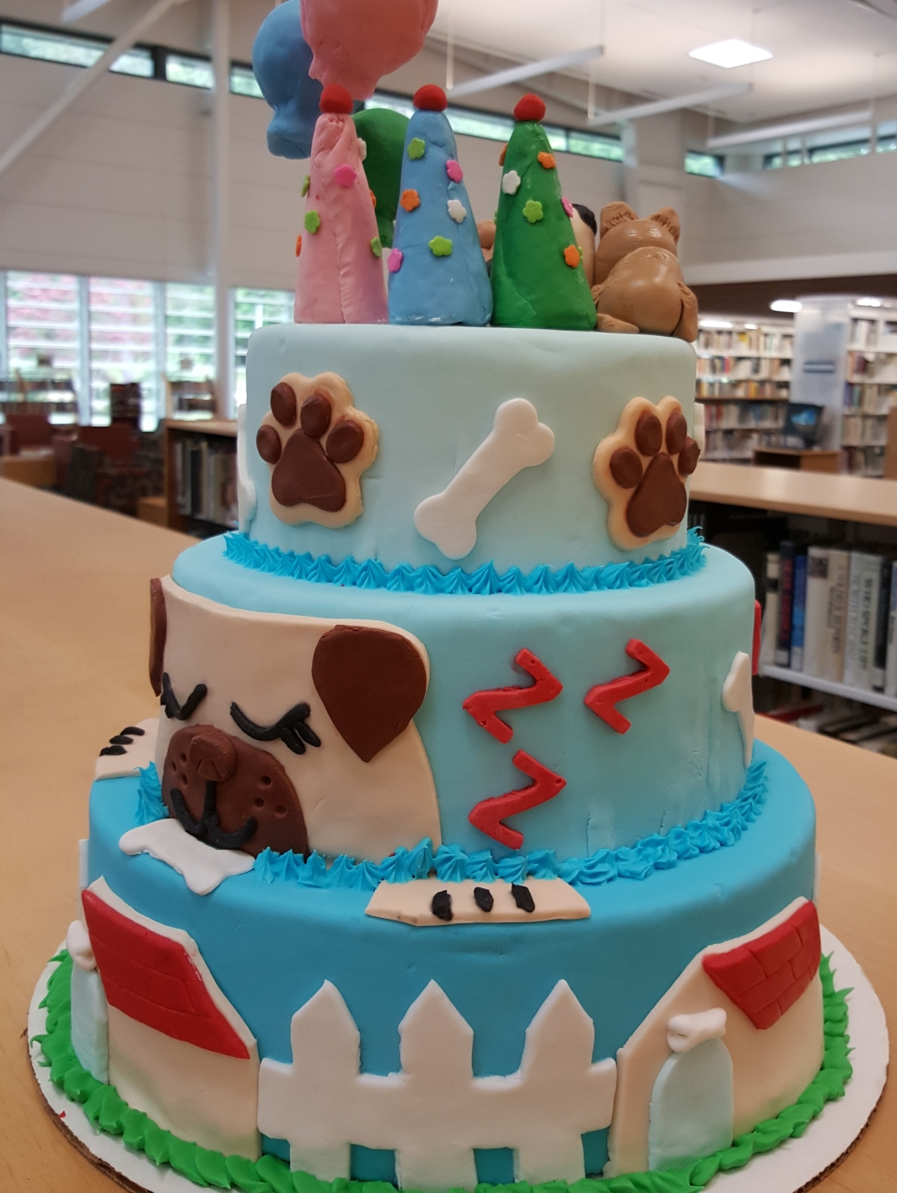 2019 Cakes Puppy Pals Pawty - left view