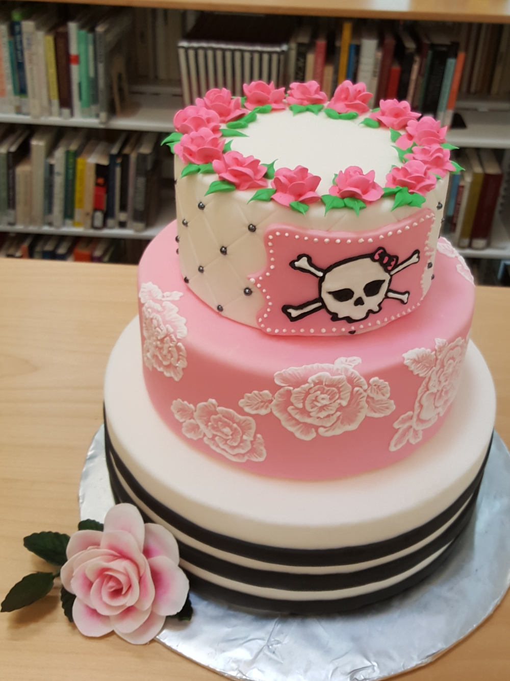 2019 Cakes Pink Skull - front view