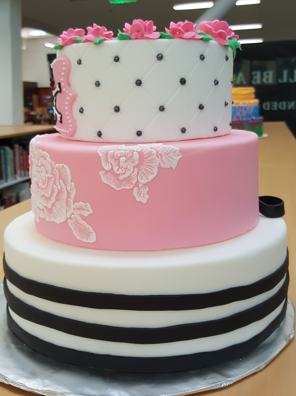2019 Cakes Pink Skull - side view