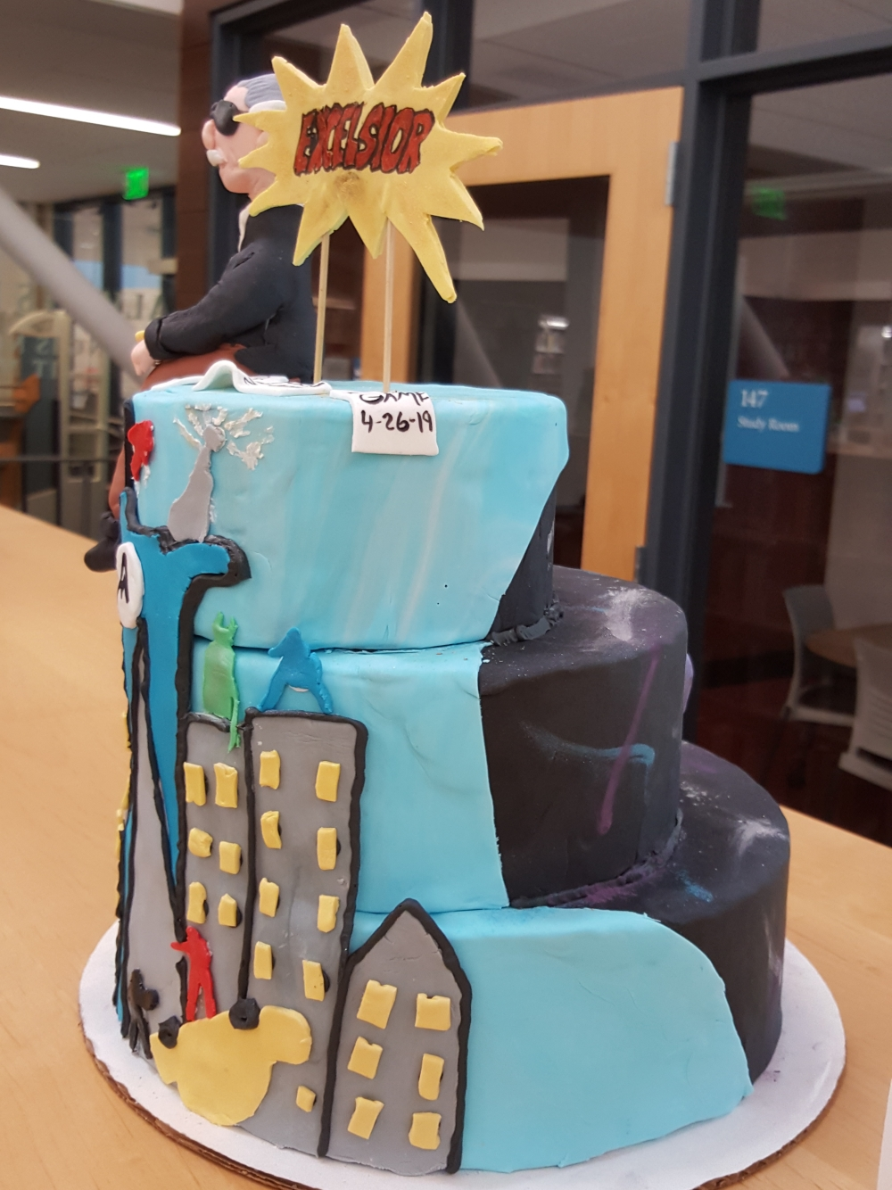 2019 Cakes Stan Lee - side view