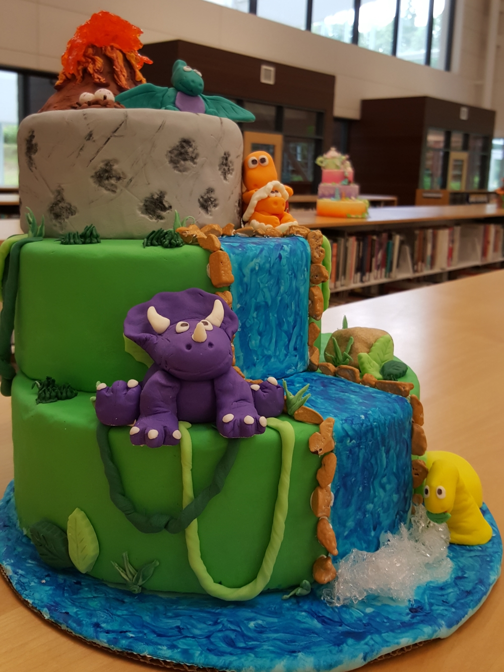 2018 Cakes Dinosaurs - left view