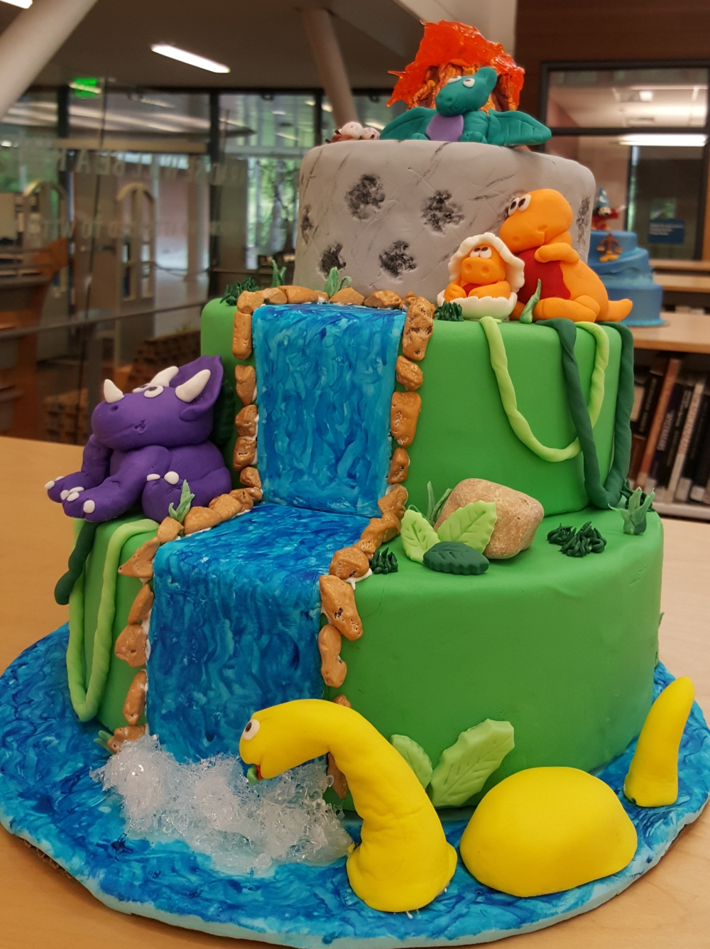 2018 Cakes Dinosaurs - right view