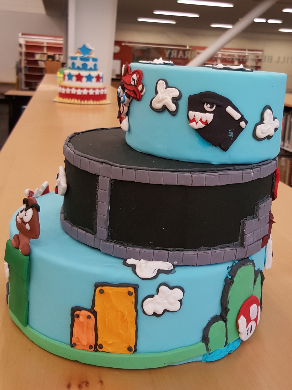 2018 Cakes Mario Brothers - right view