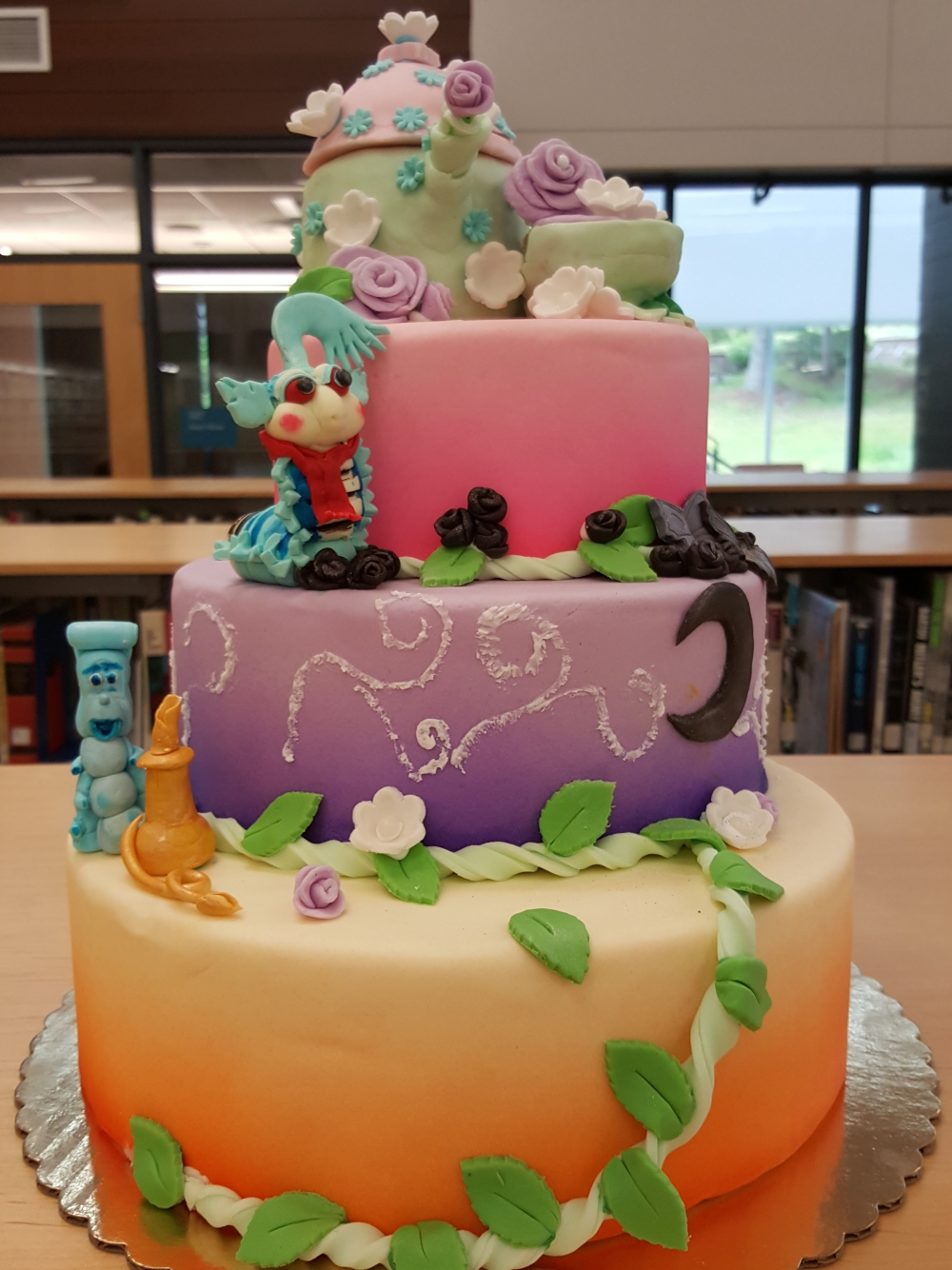 2018 Cakes Alice in Wonderland - front view