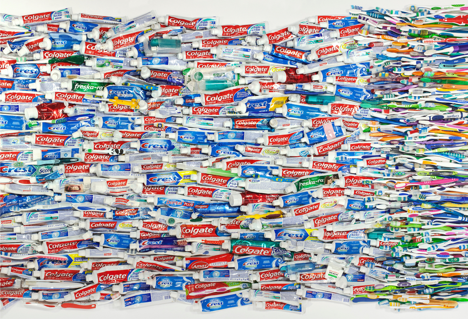 hundreds of toothpastes and toothbrushes confiscated at the southern border of USA