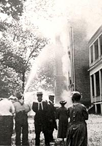Image of 1910 fire the destroy the SBU campus building.