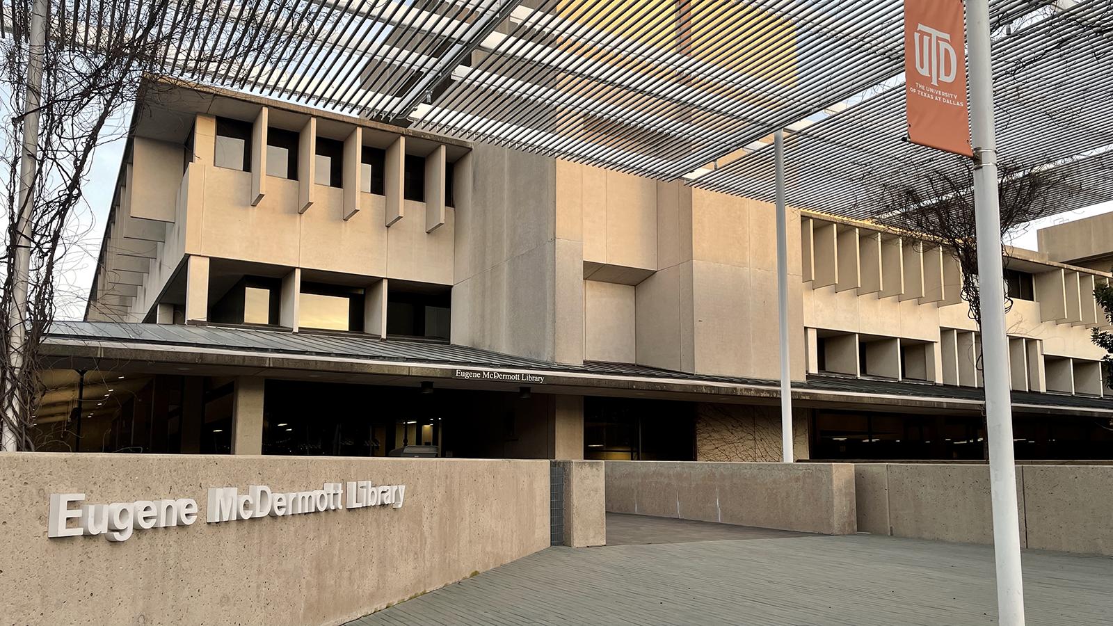 Photograph of Eugene McDermott Library.