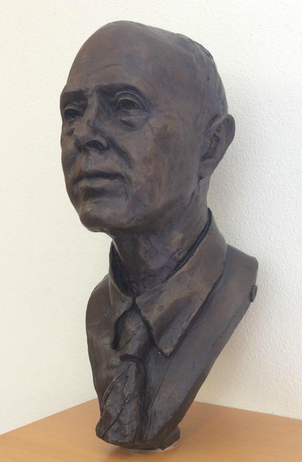 bust of Robert Pamplin Jr.