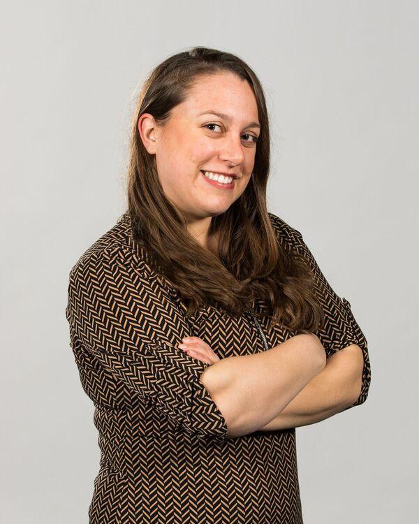 Headshot of Lisa Thornell
