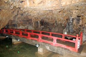 maki cave bridge