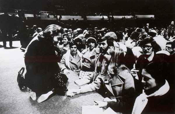 Elisabeth Elliot with students at the Student Missionary Convention in Urbana, Illinois, in 1976