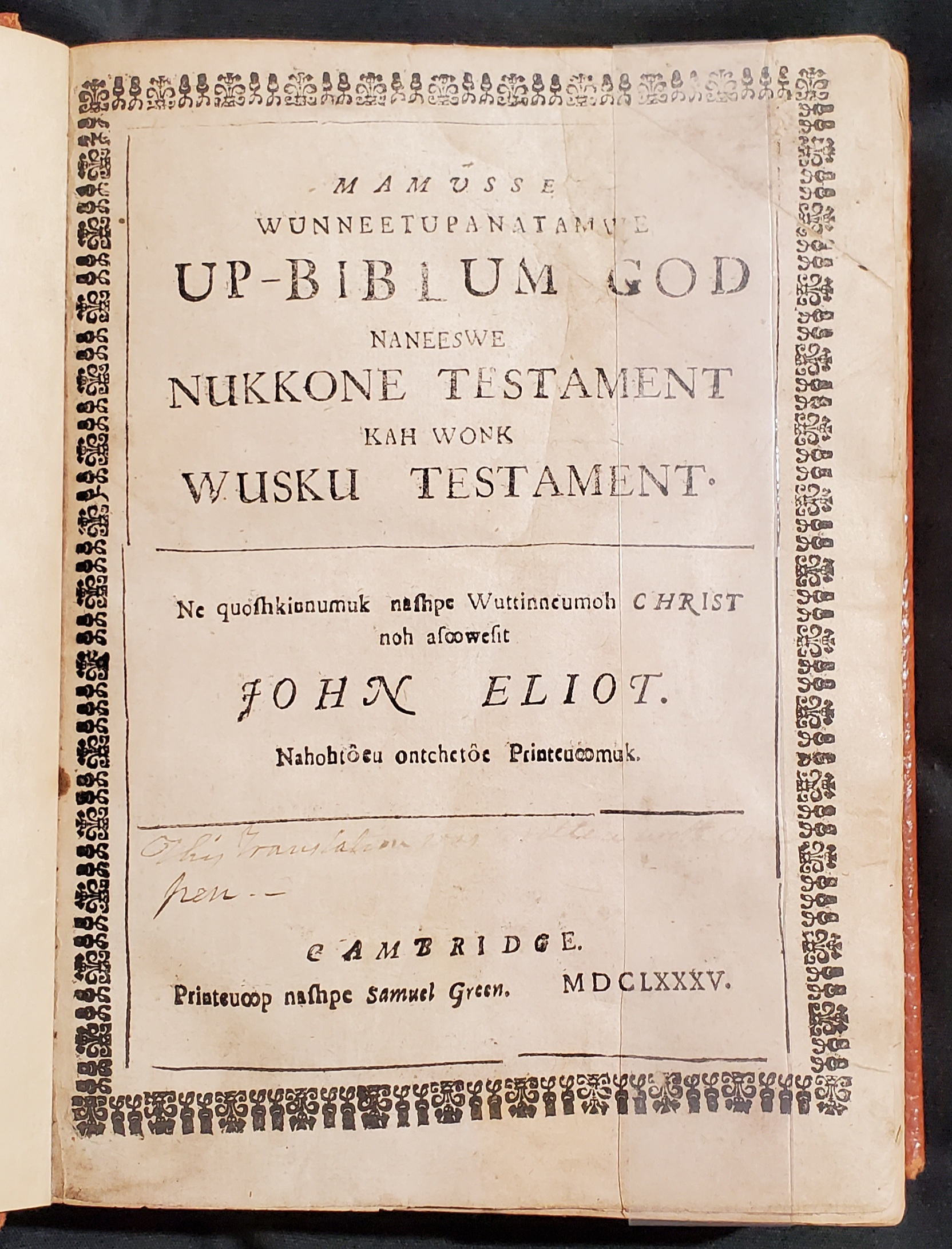 Title page of the 1685 edition of John Eliot's bible. It is written in Algonquian and lists the Old Testament and New Testament.