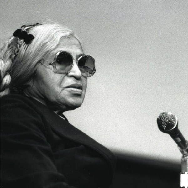 Photo of Rosa Parks talking at St. Thomas