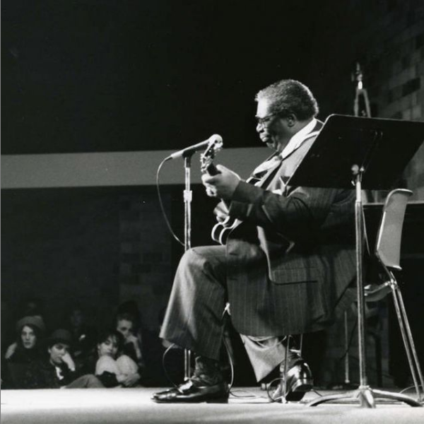 1990: B.B. King performing at St. Thomas