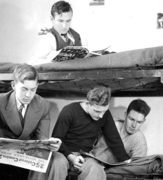 Photo of students reading newspaper in 1939